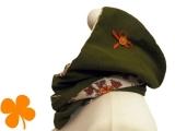 Kapuzenschal Cord oliv, Blumengesteck